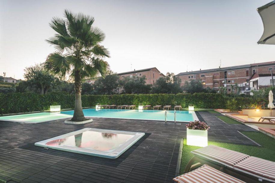 hotel con piscina vasto marina